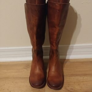 6b Frye brown leather boot